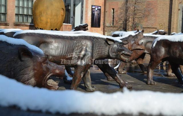 Beijing 798 Art Zone Wolf Sculpture