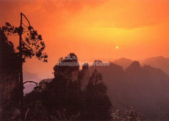 The Sunset Over the Suoxi Valley Nature Reserve, Zhangjiajie